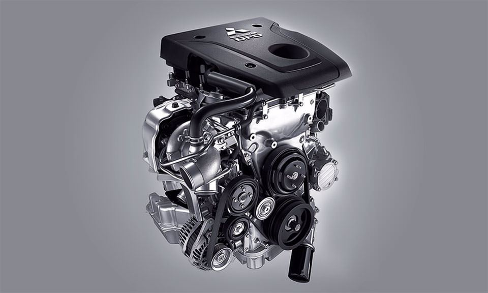 Motor MIVEC 2.4L turbo diesel Super Silence em alumínio com 190cv de potência e 43,9Kgf.m de torque. O primeiro SUV no mundo a usar um motor diesel em alumínio.