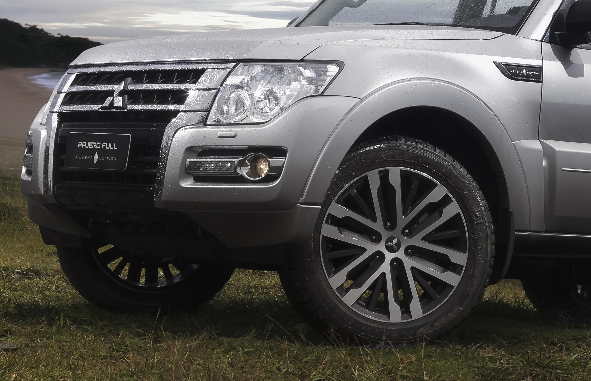 Suspensão independente nas 4 rodas com duplo 'A' na dianteira e multi-link na traseira. Testada e aprovada nos ralis mais severos do mundo.