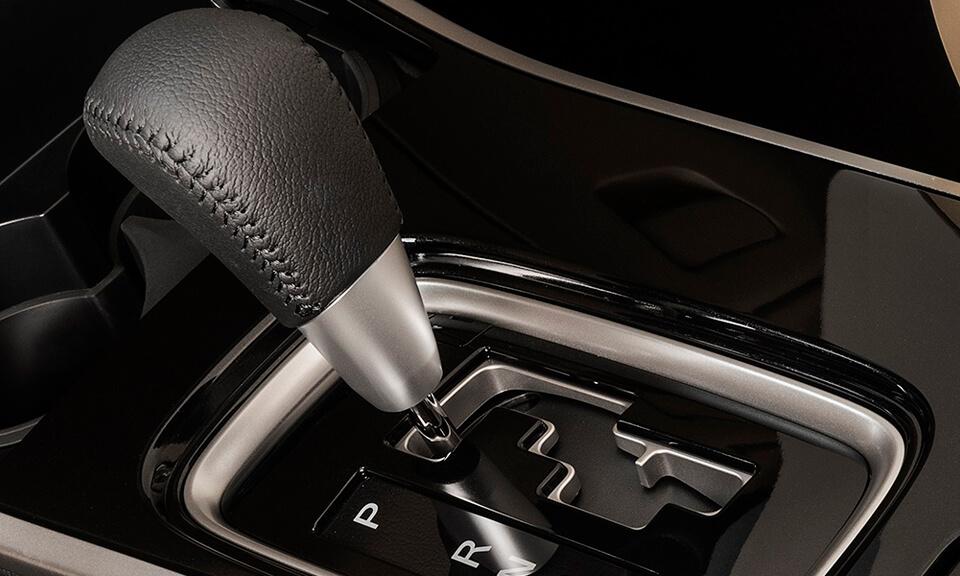 Transmissão automática INVECS-II de 6 velocidades e sequencial Sport Mode disponíveis nas versões HPE-S.